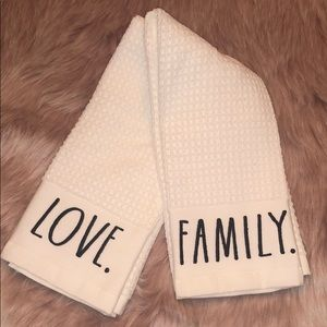 🆕 Rae Dunn LOVE & FAMILY Kitchen Towels